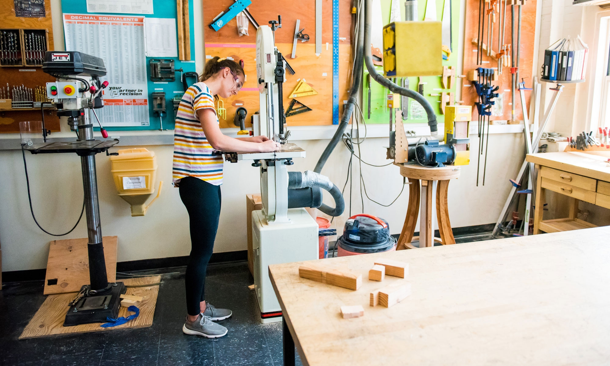 Danielle Gleason '20 in MIT Makerspace