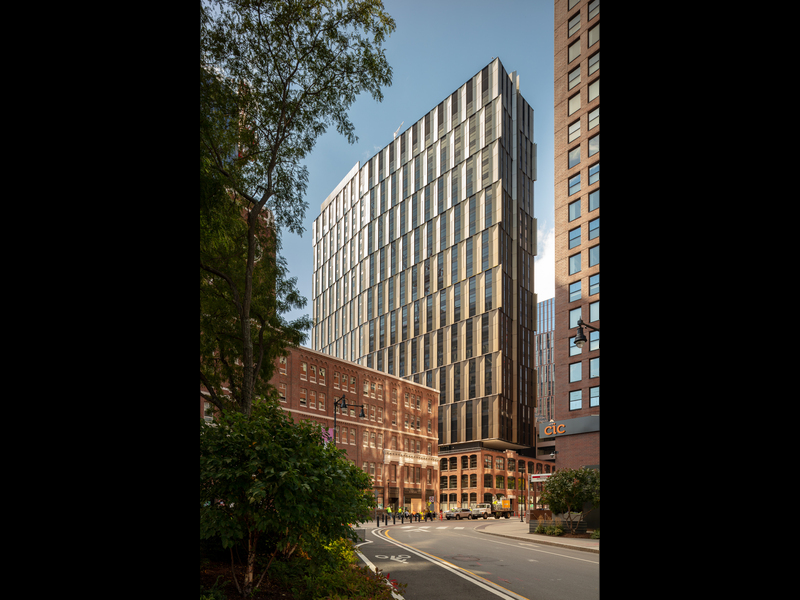 The renovation of Buildings E38 and E39 (both now grouped as E38) in Kendall Square brings new graduate student housing (Building E37) to the area as well as a lively innovation center, mixed-use retail, and a new home for MIT Admissions. Photo: John Horner