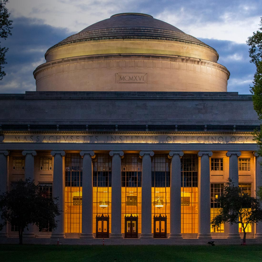 Image of the MIT Dome in Killian Court