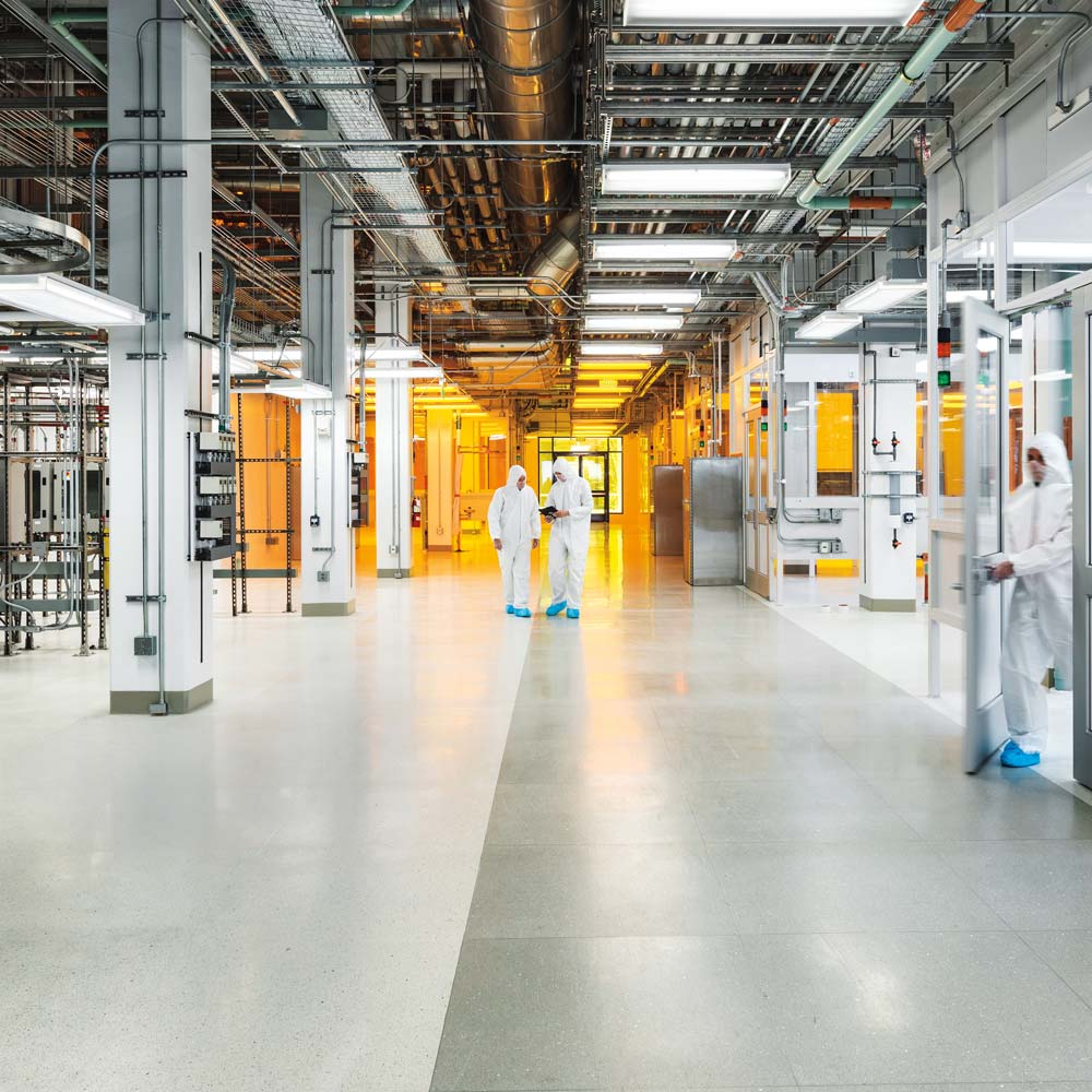 Image of a clean room inside the MIT dot nano building.