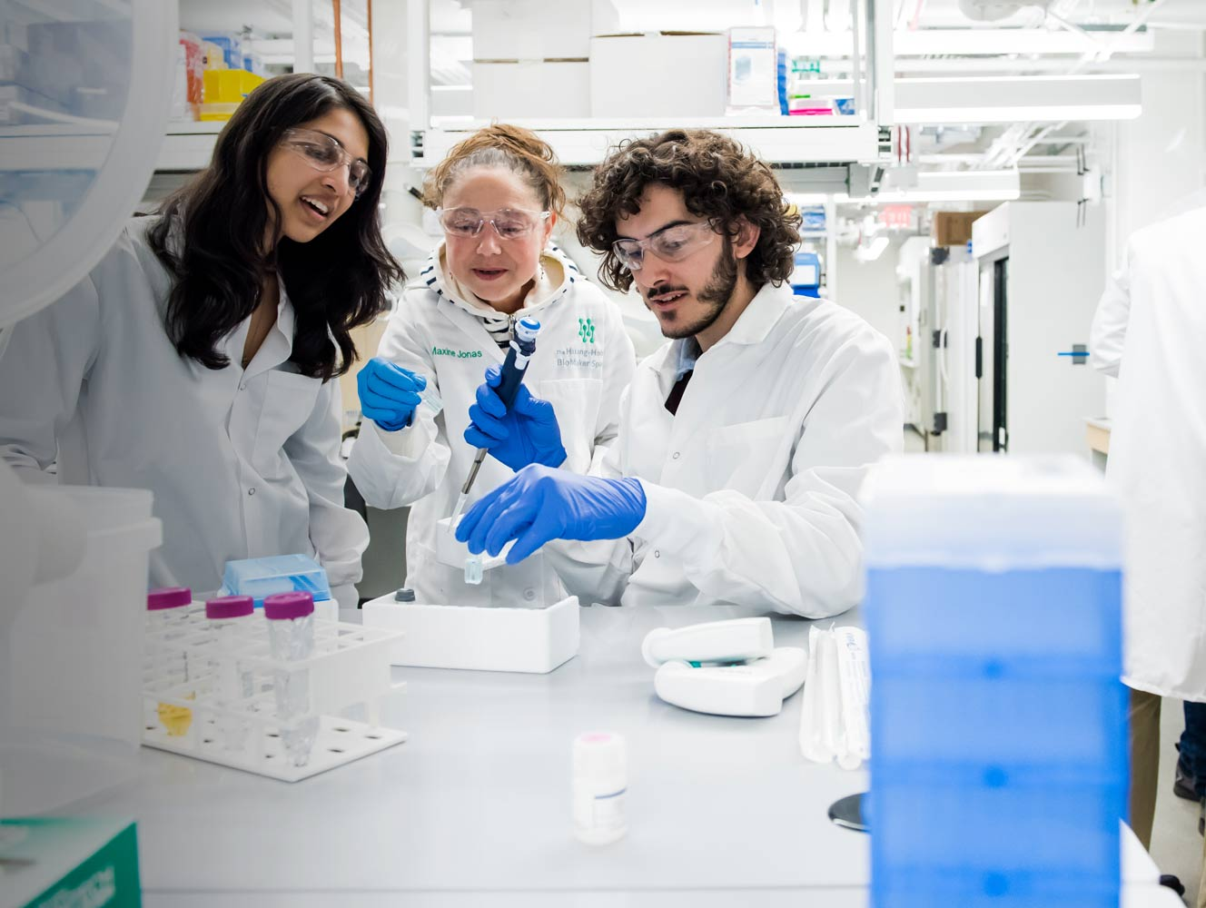 Image of students and an MIT professor in a the lab.
